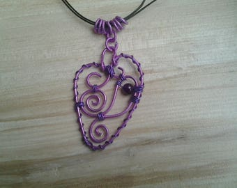 Ribbed aluminum wire heart pendant