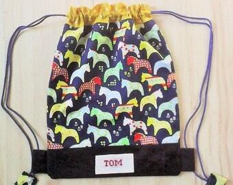 """Sac a dos enfant ,sac brodé ,personnalisable,tissu enfan """"petits chevaux multicolore """",maternelle ,fait main ."""