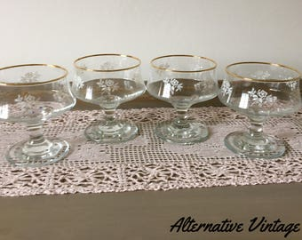 REDUCED Beautiful vintage decorative glass dessert dishes - set of 4