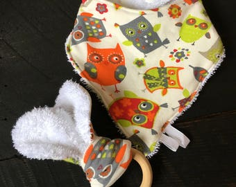 Duo baby (bib very absorbent bandana and owls with wood ring teether toy)
