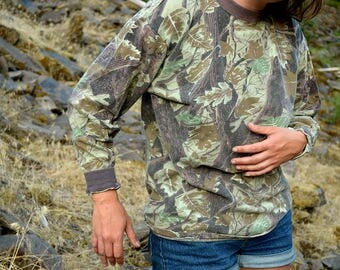 Vintage Realtree Camo Pullover / 90s Camouflage Long Sleeve Tee / size large