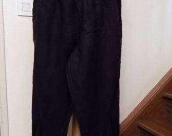 Capri pants in black linen and lace