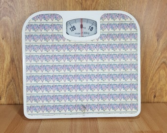 Weight scale - Scale for measuring body weight - Old weighting machine
