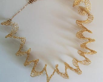 Golden curling necklace