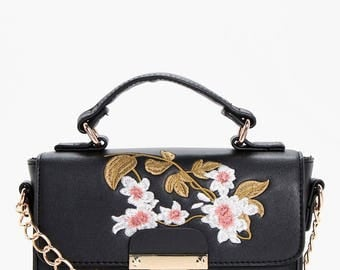 Floral Embroidery Cross Body Bag - Lock Detailed Floral Embroidery Tote Handbag