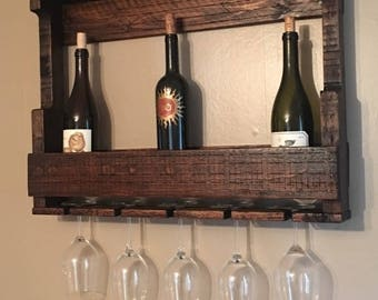 Pallet wall wine rack