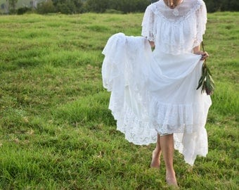 Vintage boho wedding dress / gown with train - size 6-8 / S