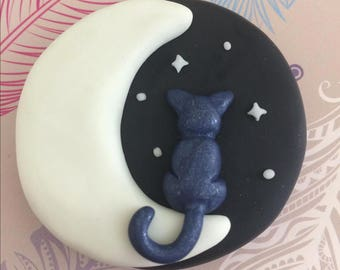 Cat and Moon magnet (glow in the dark)