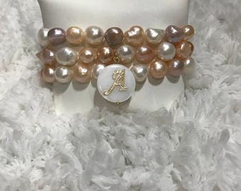 Multicolored pearl set with initial