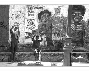 "Fine Art black and white 30 x 45 numbered and signed ""Street art in Rio"" Brasil"