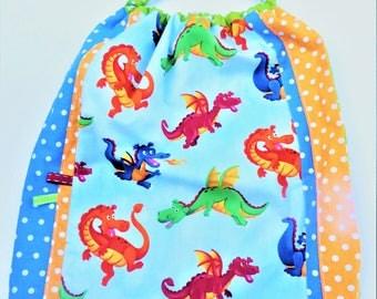"""Serviette cantine élastiquée, grand bavoir maternelle, serviette de table, maternelle """" Dragons"""""""