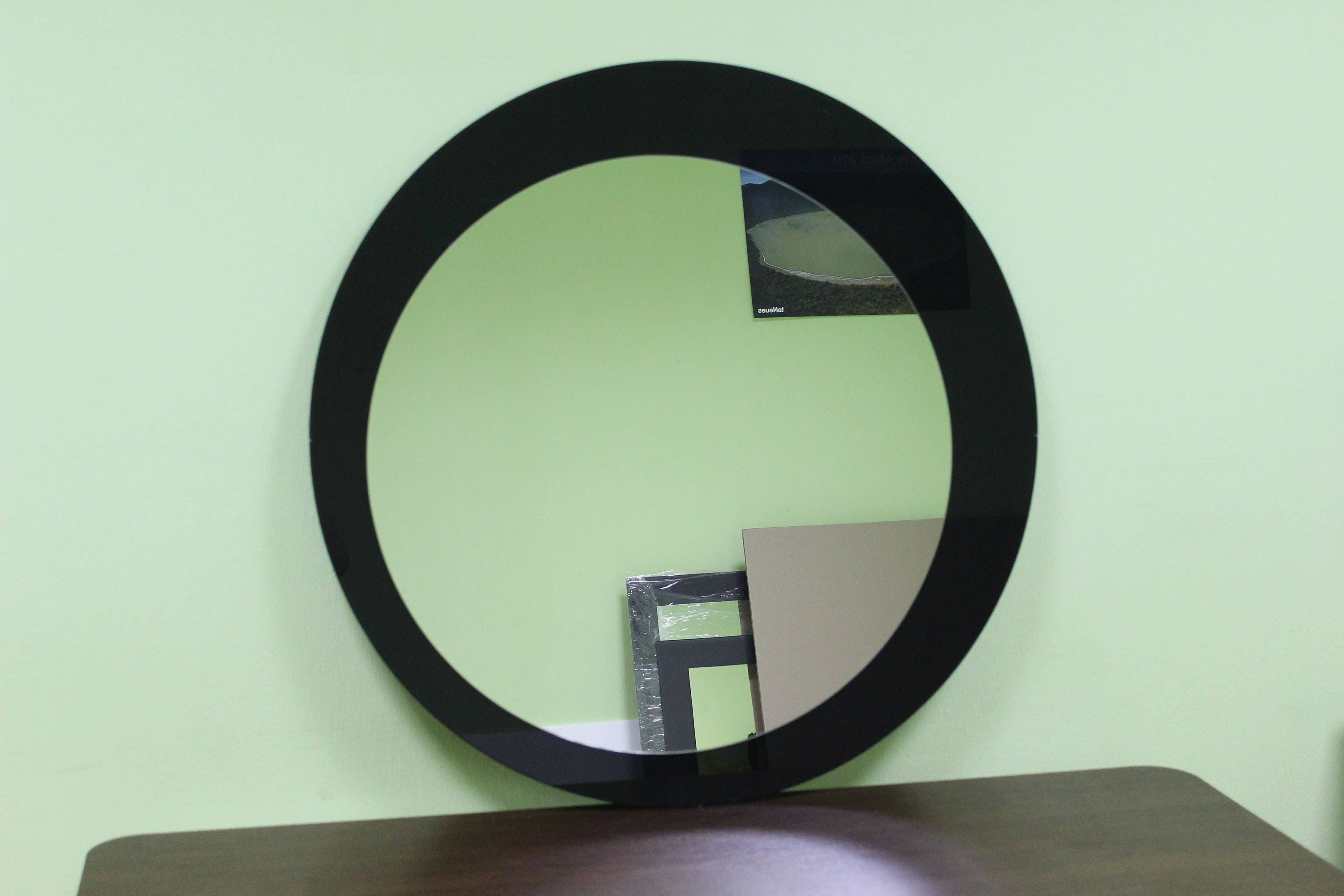 Deep black framed round wall mirror x for Round black wall mirror