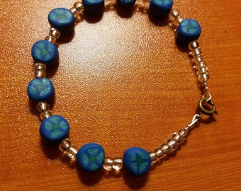 Bracelet with blue polymer clay beads and glass beads