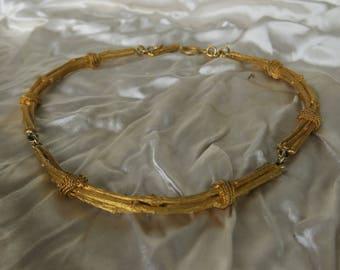bijoux vintage-superbe collier formant des fagots en métal doré,hermoso collar formando fagots oro metal, necklace forming fagots gold metal