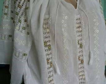 Cotton blouse with traditional handmade embroidery