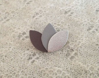 "Brooch ""3 petals"" in charcoal/gray/silver leather"