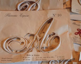 Embroidered letter old A, D, H, sewing, plumetis express