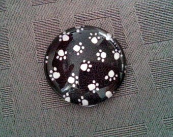 Cat paw, round glass cabochon 20mm, black and white cat paws