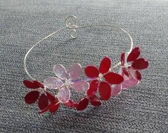 Bracelet of red varnished flowers