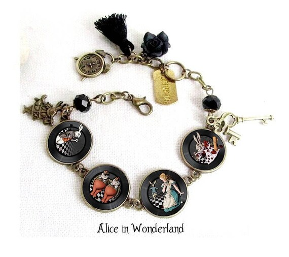 bijou alice au pays des merveilles bracelet alice wonderland. Black Bedroom Furniture Sets. Home Design Ideas
