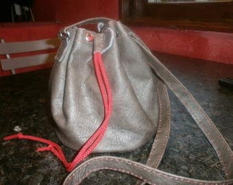 Bag shaped purse brown leather, red stitching