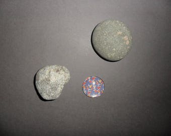 round glass cabochon purple with yellow flowers, oranges and reds, 14 mm
