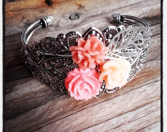 resin Bangle in silver and cabochon flowers