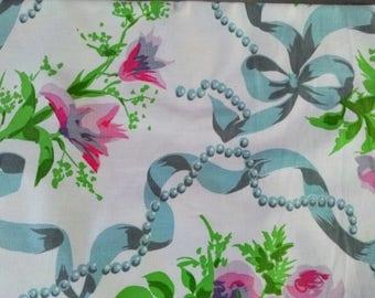 Cooupon de tissus en coton à fleurs et arabesques, vintage, pour des créations aux couleurs douces à prix discount