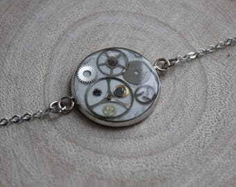 Fine bracelet, round pendant 2 cm, resin and watch parts Steampunk