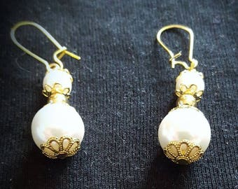 Pendant with synthetic pearls earrings