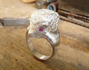 Ring sterling silver with Ruby eyes Niglo Hedgehog.