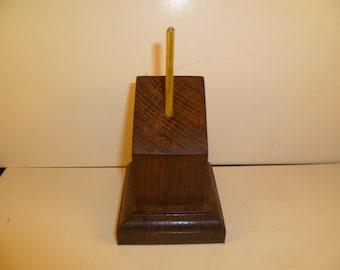 Socle en bois pour figurines bustes carré pan coupé. spccpal1