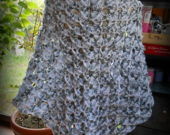 shawl crocheted pretty stitch fancy grey and white embossed entirely acrylic