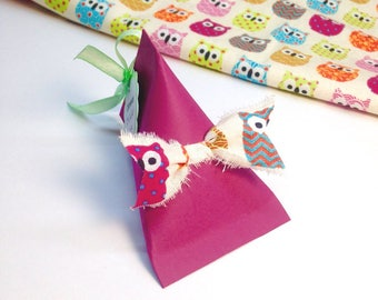 Pretty cherry deco fabric bow with the choice for christening, wedding. Customizable! Dimensions: 6.5 by 10cm paper 210g