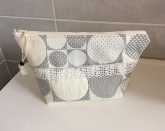 Toilet bag made of upholstery fabric and lined