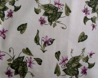 Coupon 68 x 110 cm, Windham fabric beige, bouquets of violets