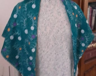 Shawl in green fabric for clothing accessory