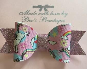 Glittery unicorn bow clip