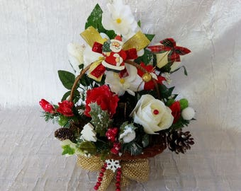 Table centerpiece or to offer floral for the holiday season