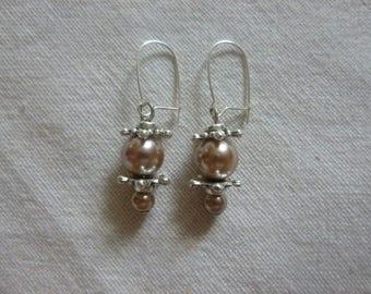 Beige pearls, flowers earrings
