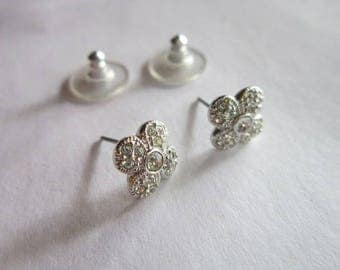 Pretty Retro Cluster Rhinestone High Fashion Stud Pierced Earrings