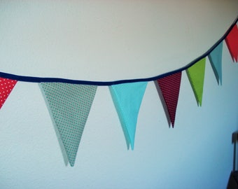 Multicolored Garland of 7 flags in polka dots