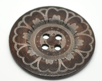 BB60101 - 1 BUTTON WOOD BROWN 6 CM LARGE