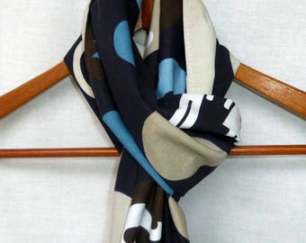 Reversible scarf. Blue and beige, at sign.