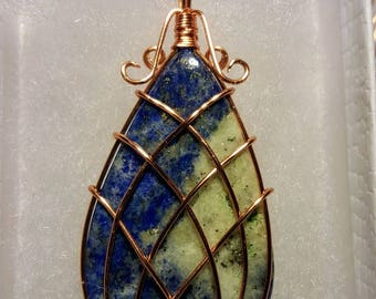 Wire wrap pendant in copper and quarts crystal with gold flecks