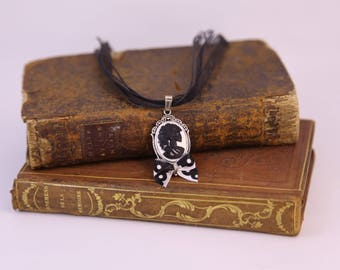 Pendant Necklace with cabochon resin skull / sugar skull