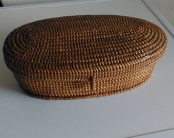 spectacular oval wicher basket with lid