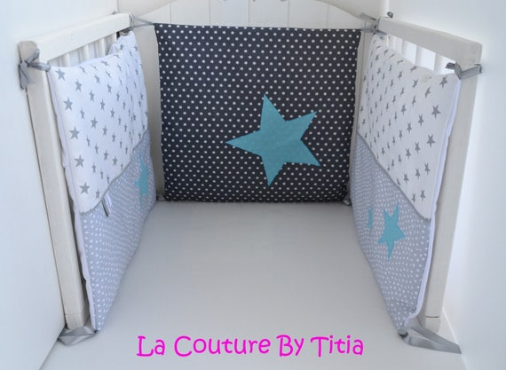 tour de lit fait main etoiles gris et bleu etoile. Black Bedroom Furniture Sets. Home Design Ideas