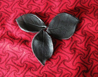 """Gothic"" N ° 3 set of 3 rose leaves"