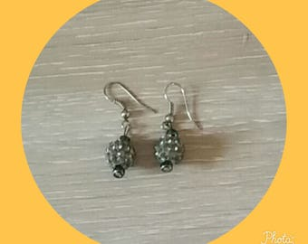 earring with a Pearl gray